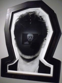 Le Témoin - J. Svenungsson, avec le reflet de L'Homme au nez cassé d'O.Roller