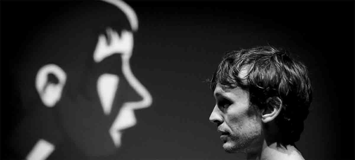« Qui suis-je ? » d'après le roman de Thomas Gornet, m.e.s.. Yann Dacosta,(...)